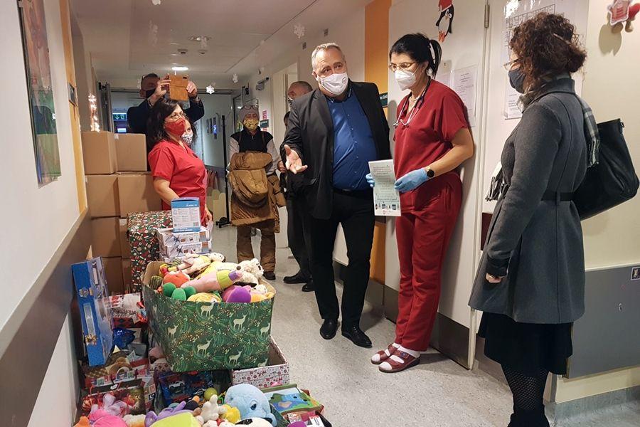 A Halas Tűzvédelem karácsonyi ajándéka a gyermekosztálynak