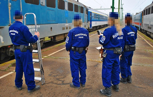 Terrorista-gyanús tizenéveseket fogtak Kelebián