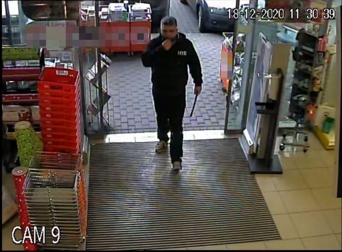 Lopás miatt keresik a képen látható férfit