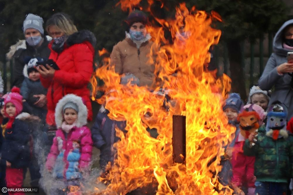 Télűző kiszebáb égetés a Bóbita-óvodában (galéria)