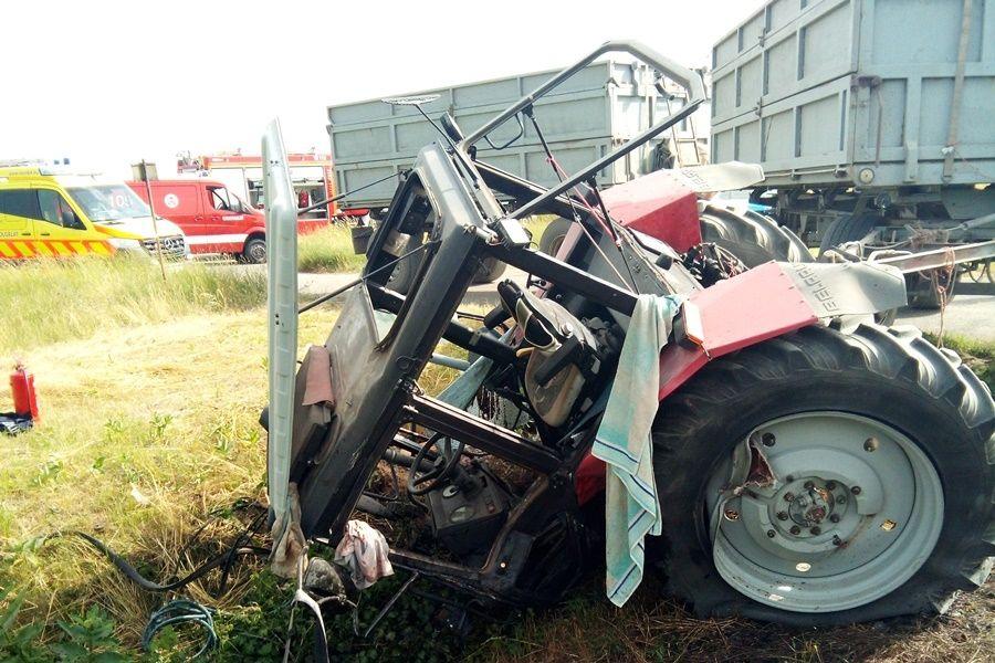 Vonattal ütközött egy traktor Tajónál