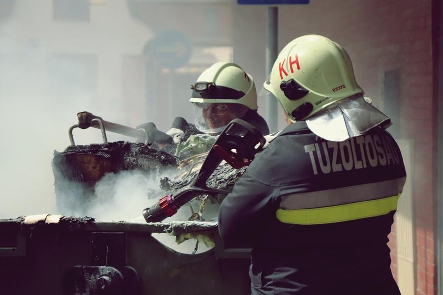 Füstben a Sétáló utca: kigyulladt egy kuka (galéria)