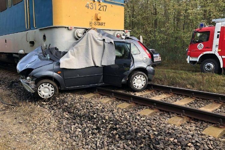 Halasi és majsai tűzoltók a csengelei vasúti balesetnél
