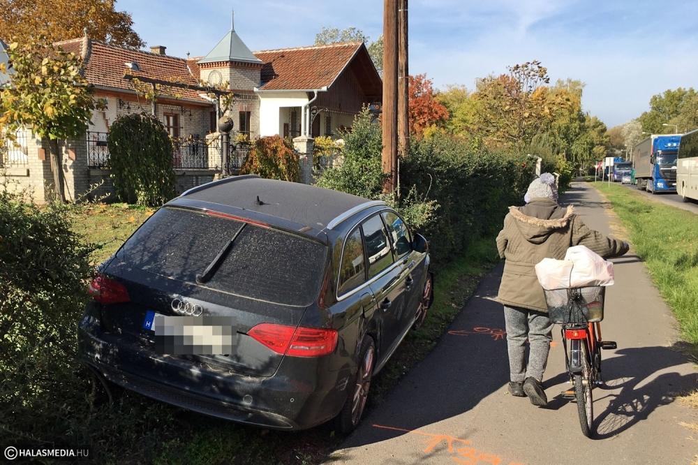 Kanyarodó helyijáratos busznak ütközött az Audi