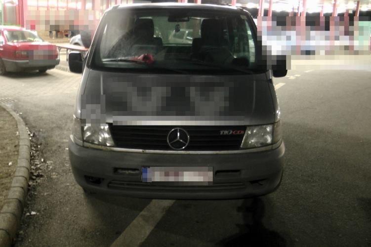 Körözött Mercedes a határon