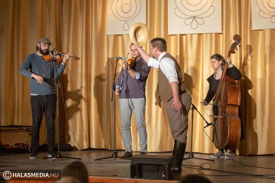Derűs Folk Esten adott koncertet az Erdőfű zenekar (galéria)