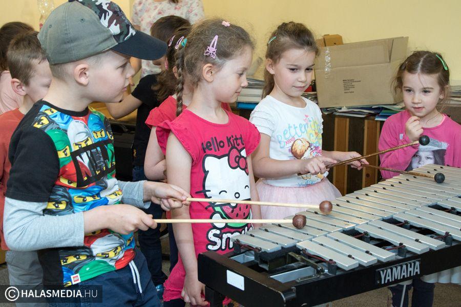 Hangszersimogatás koncerttel (galéria)