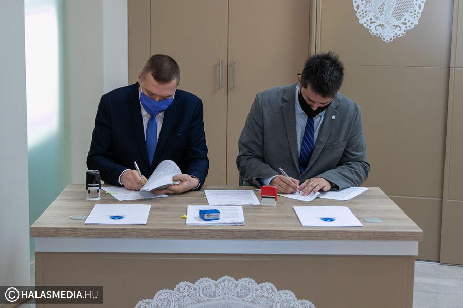 Aláírt szerződés: január első felében indul a buszállomás felújítása (galéria)