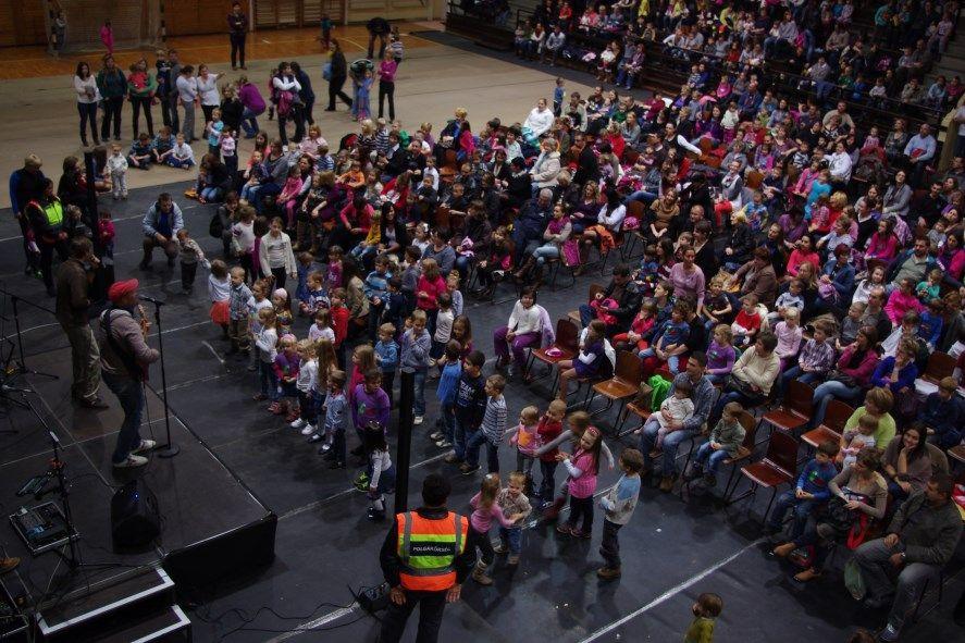 Több száz gyermek bulizott
