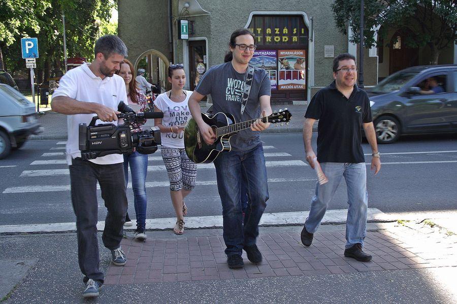 Zenészek keltettek feltűnést (videóval)