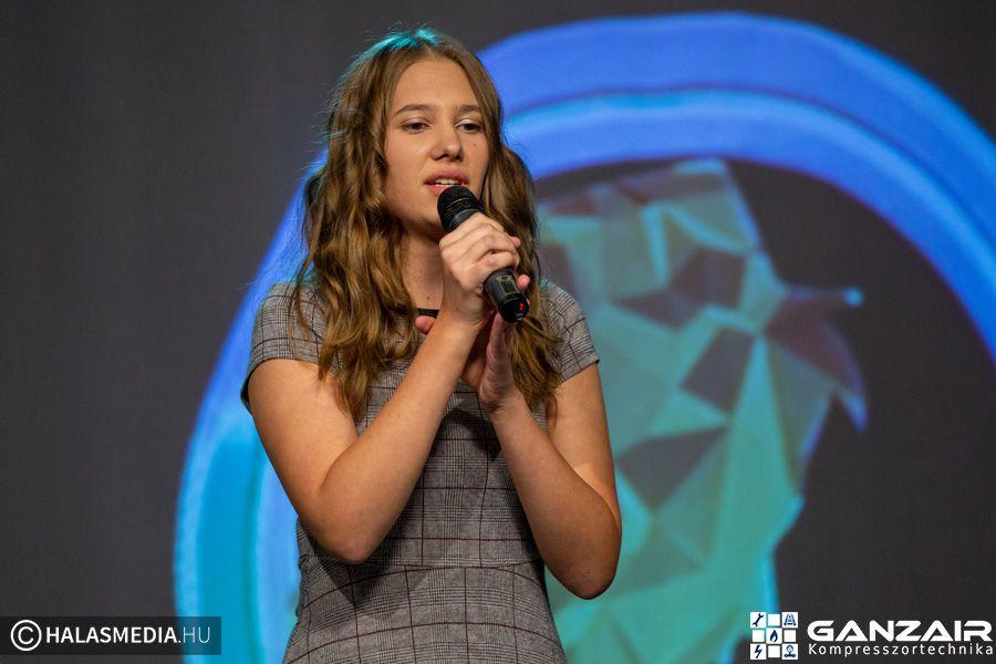(►) Halasi énekes a top9-ben