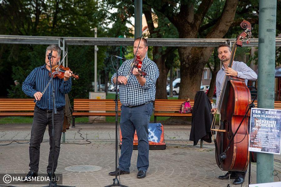 Zene világnapi népzenei koncert Halas főterén