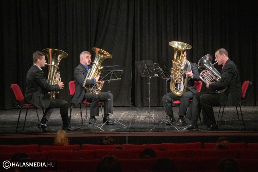Nehéz Fiúk a Filharmónián