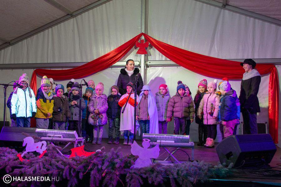 Ovisok az Adventi Főtér színpadán (galéria)