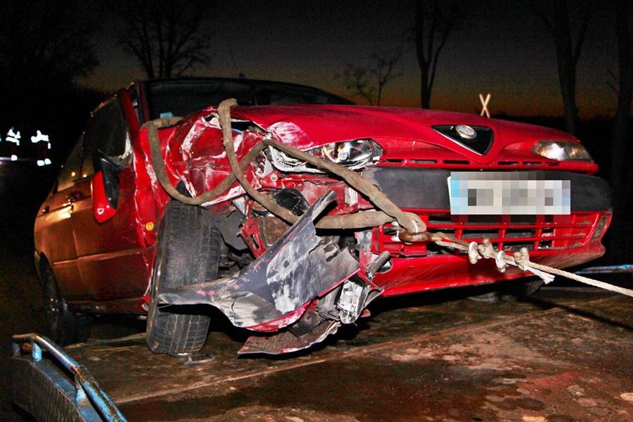 Alfa Romeo ütközött traktorral a fehértói úton (galéria)