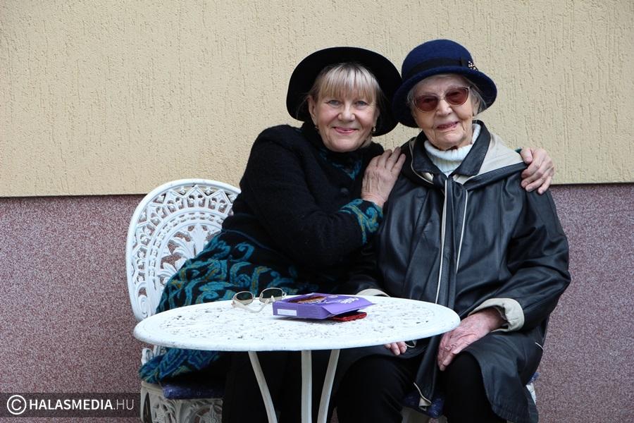 Anyák napja 100 évvel