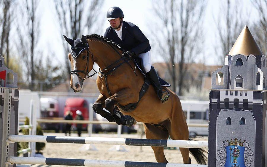 Karádi győzelmek, halasi sikerek a lovasparkban