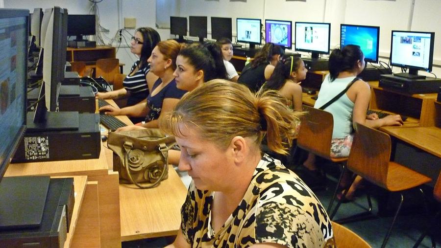 Informatikából vizsgáztak a szociális segítők