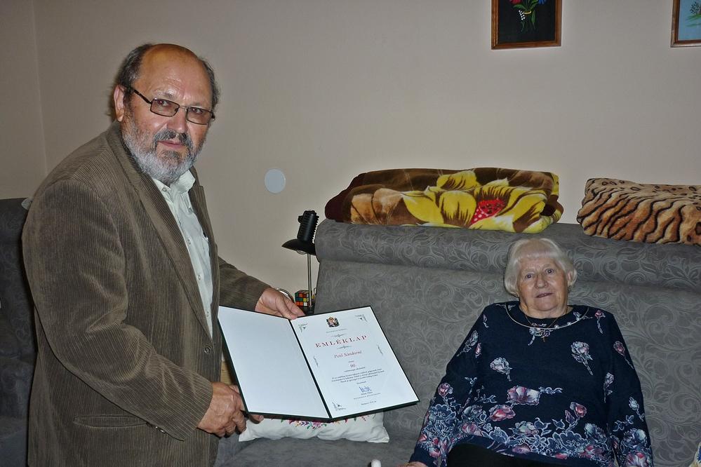 Pető Sándornét 90. születésnapján köszöntötték