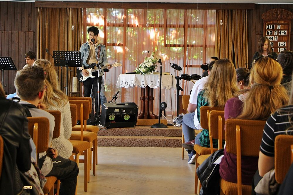 Take Heart: a zenét is Isten teremtette
