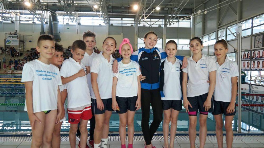 Tíz úszóérem Szentesről