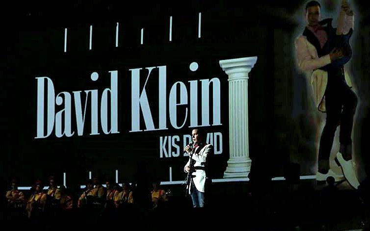(►) Dávid az Aréna színpadán