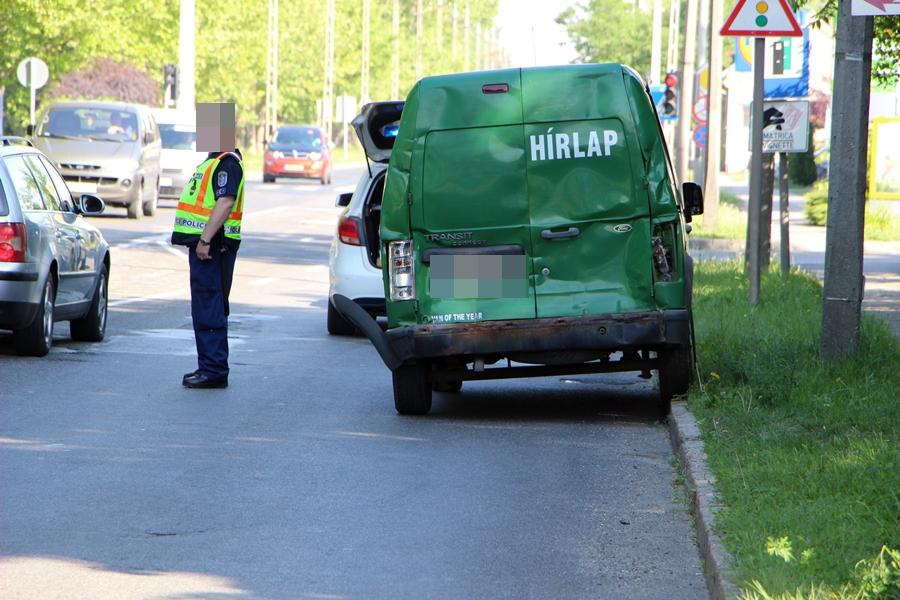 Kamion és két furgon ütközött