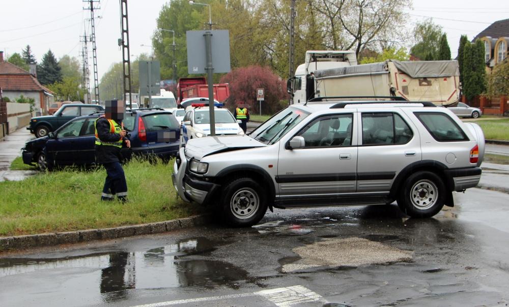 Opel és Renault karambolja