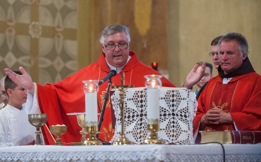 Finta József misével búcsúzik Halastól
