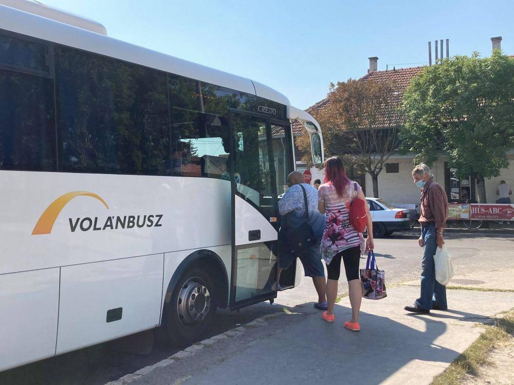 Leszállítják a buszról, vonatról a maszk nélkül utazókat