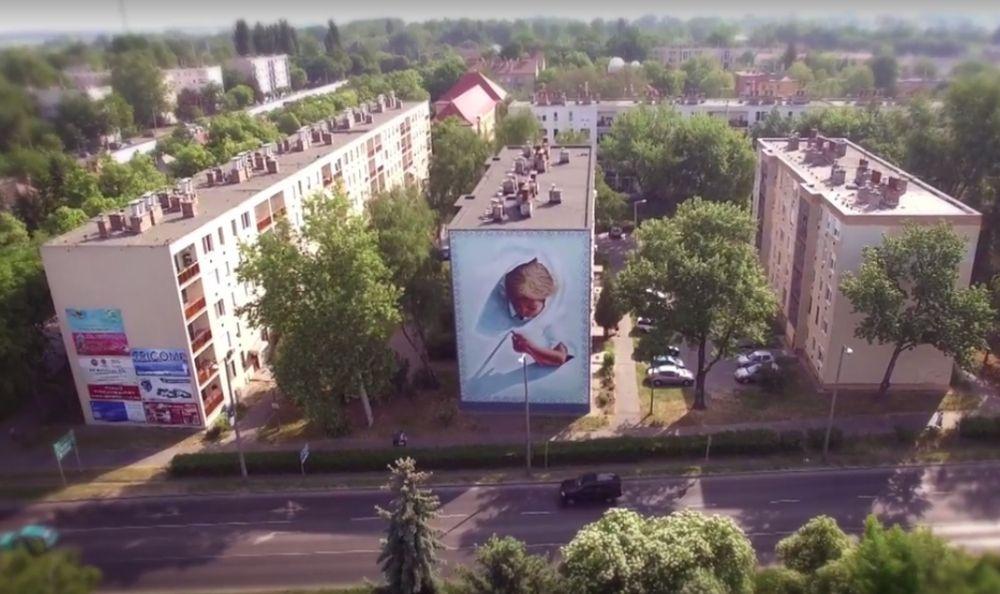(►) Fantasztikus! Így készült a halasi óriás falfestmény
