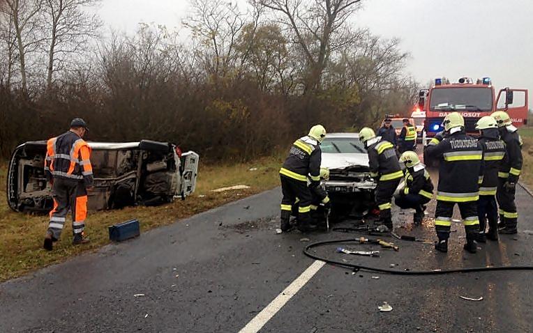 Súlyos baleset a tázlári úton