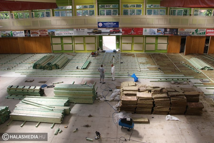 Tetőszigetelés és padlócsere a Dékáni Sportcsarnokban