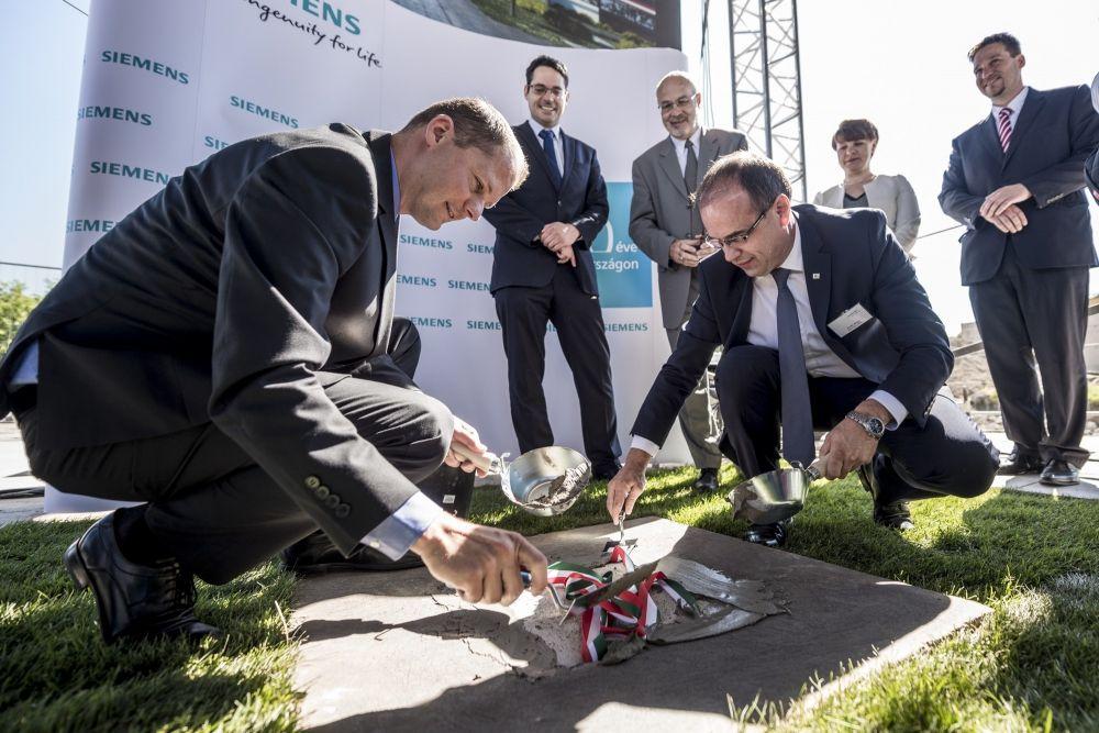 (►) A Siemensnek épít a Merkbau