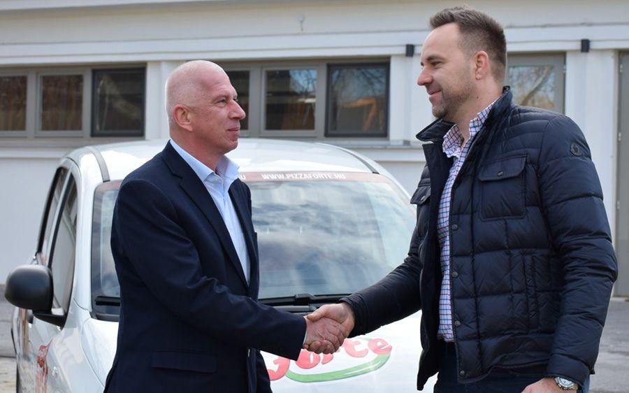 KB Autoteam Kft: Félszáz új Fiat Panda Van a Pizza Forte Kft.-nak (galéria)
