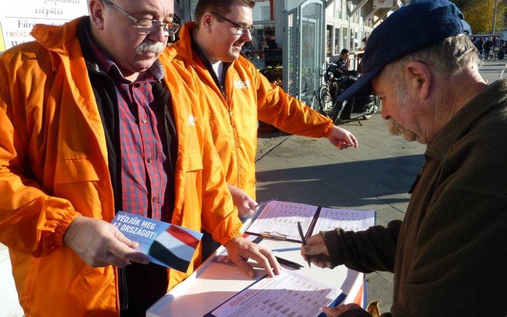 Halason is gyűjtik az aláírást a kötelező betelepítési kvóta ellen