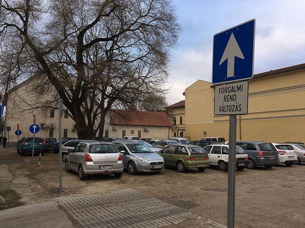 Forgalmirend változás a Kossuth utcai parkolóban