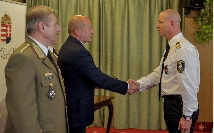 Honvédelmi elismerés a halasi rendőrtiszteknek