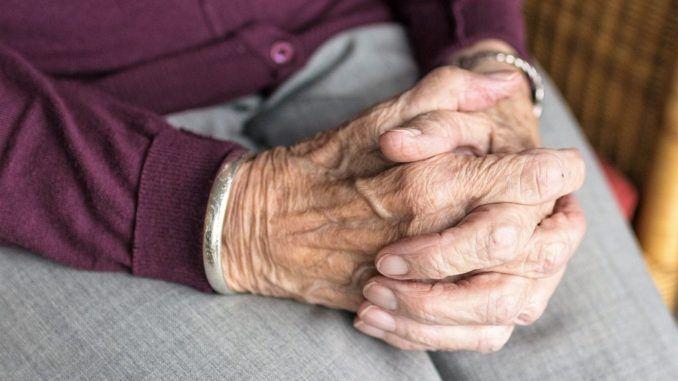 Idős, beteg embereket fosztott ki a tompai nő
