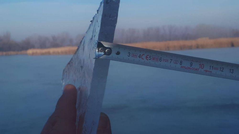 Vékony még a jég a Sóstón