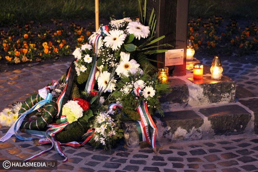Nemzeti gyásznap a kopjafánál