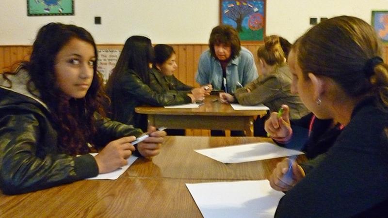Roma lányokat mentorálnak