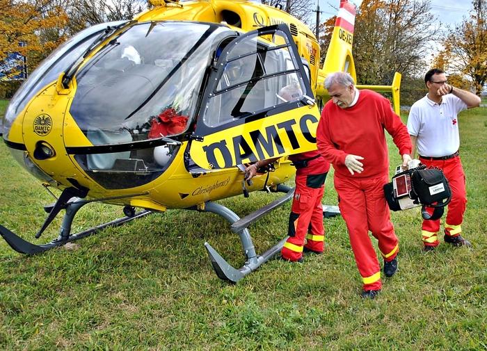 Mentőhelikopter jött a betegért