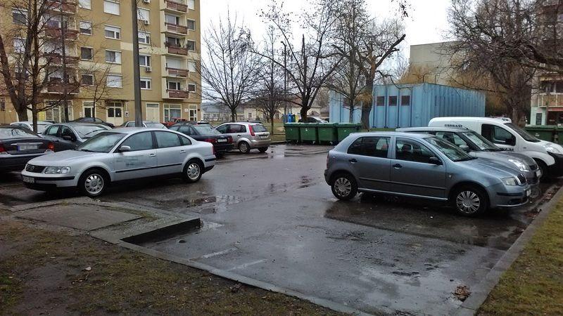 Ki törhette fel az autókat?