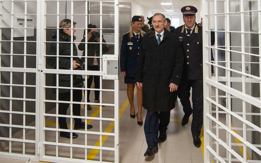 A belügyminiszter adta át a halasi börtönt (galéria)
