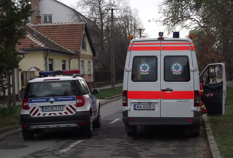Rendőrök, mentők, tűzoltók a Fazekason