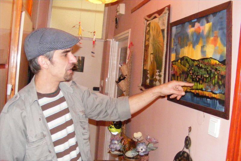 A hitből és a festészetből merít energiát