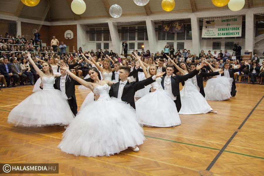 (►) Látványos táncok a bibós szalagavatón (galéria)