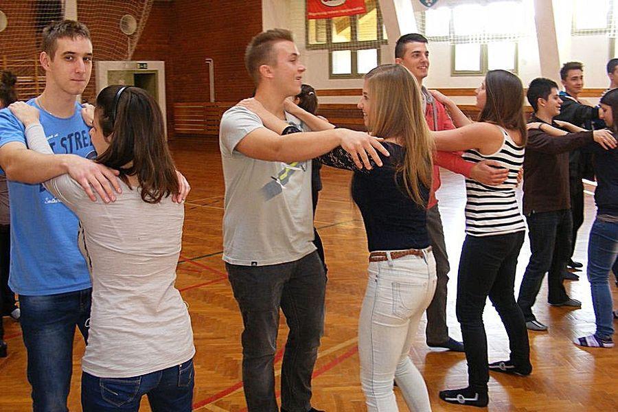 Kiállítanak és táncolnak