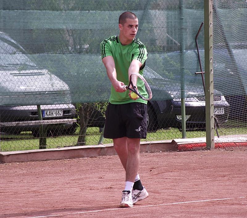 Fölényes győzelem a tenisz-nyitányon